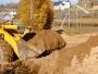 Príprava stavebného pozemku so správnymi stavebnými strojmi