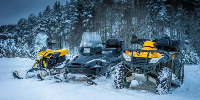 Na sneh so štvorkolkou alebo so snežným skútrom?