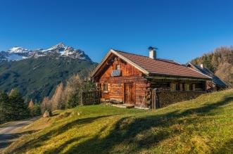 Sníte o svojej vlastnej chate? Stavba chaty nie je až taká strašidelná, len treba vediet ako na to!